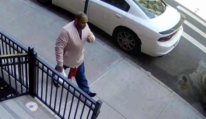 Zaatakował kobietę na ulicy, kopał ją po głowie. Nikt nie zareagował