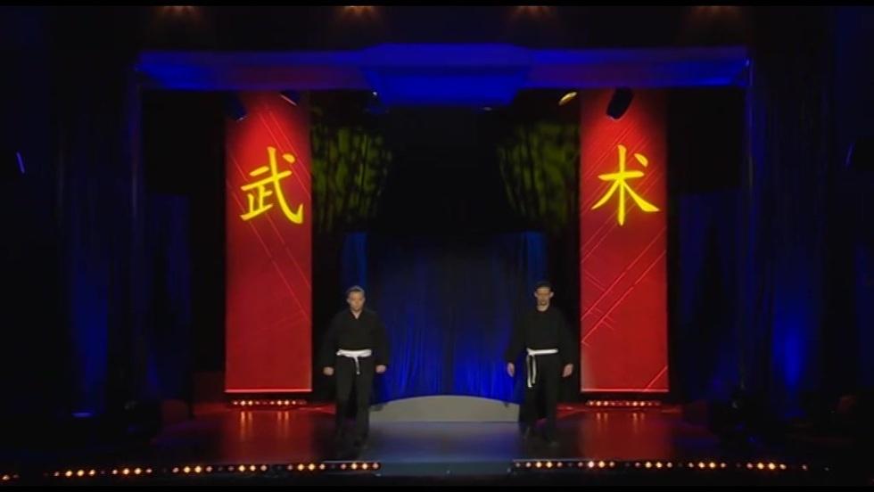Kabaret Ani Mru Mru - Kung-Fu Kimono